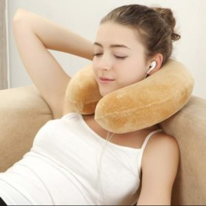 U型枕另類使用方式 2- 午睡好用小物