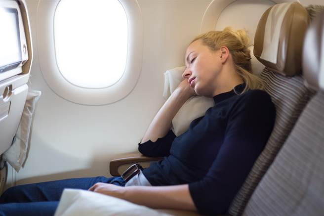 飛機上睡覺
