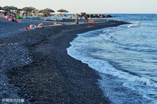 黑色鵝卵石海灘