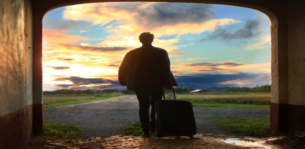 【行李箱材質】鋁框箱、軟殼箱怎麼選?|ABS/PP/PC/鋁合金一次搞懂